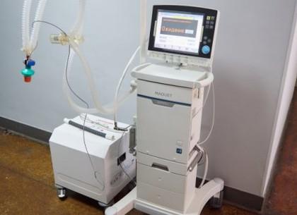 У міських лікарнях працюють нові апарати ШВЛ та рентген-апарати