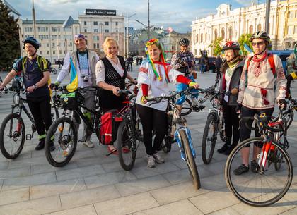 Велопробег в День вышиванки в Харькове (ФОТО)