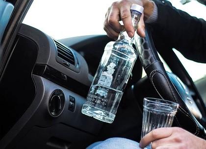 Возле сауны на Новой Баварии полиция остановила водителя, в крови которого алкоголя было в 11 раз больше нормы (ФОТО)
