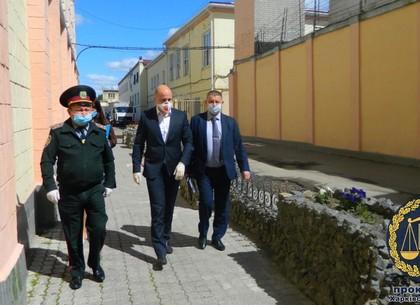 Прокуроры за решеткой: в СИЗО нагрянула инспекция (ФОТО)