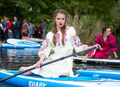 В Харькове состоялся фешн-показ «Вышиванки на воде» (ФОТО)