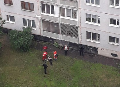 Полиция расследует самоубийственный шаг мужчины из окна