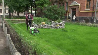 Благоустройство дворов в Киевском районе продолжается (ВИДЕО)