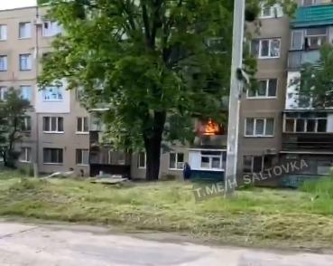 На Салтовке горел балкон – пострадала 19-летняя девушка (ВИДЕО)