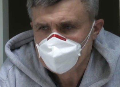 У директора областной инфекционки, больного COVID, диагностировали пневмонию
