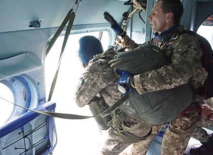 В небе над Харьковом польские парашюты испытал генерал-майор с подчиненными (ФОТО, ВИДЕО)