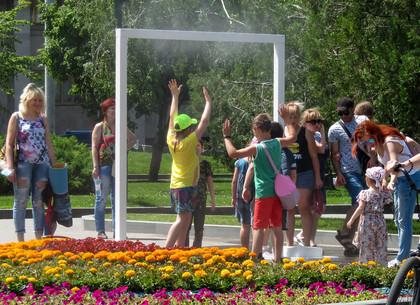 Установки, освежающие в жару, появились в саду Шевченко (ФОТО)