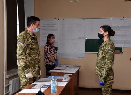 Харьковские курсанты-летчики защищают дипломы на английском