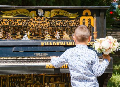 В Харькове появились расписанные художниками пианино (ФОТО)