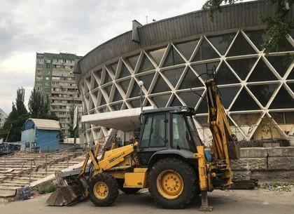 На Новосалтовском рынке снесли торговые ряды (ФОТО)