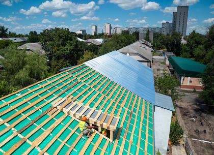 Как в Харькове ремонтируют крыши домов (ФОТО)