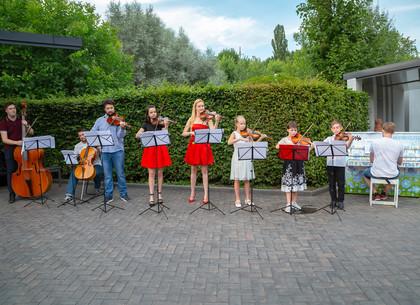 В День дружбы дети провели концерт в Саржином яру (ФОТО)