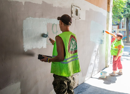 В Харькове продолжают бороться с надписями и рекламой наркотиков на зданиях (ФОТО)