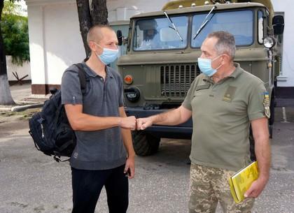 Харьковчане прячутся от коронавируса за армейскими контрактами (ФОТО)