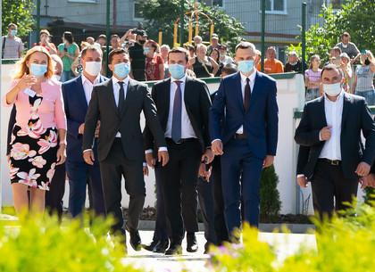 В рамках рабочего визита Президент Украины Зеленский посетил Харьковский район (ФОТО)