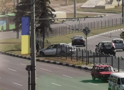 ДТП: легковушка вылетела с дороги (ФОТО)