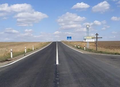 ФОТО: На трассе Мерефа-Лозовая-Павлоград обновлено дорожное покрытие (САД)
