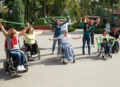 ФОТО: В парке Горького провели мастер-класс для людей с инвалидностью (РЕДПОСТ)