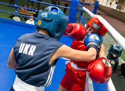 ФОТО: В Харькове проходит чемпионат Украину по боксу среди женщин (РЕДПОСТ)