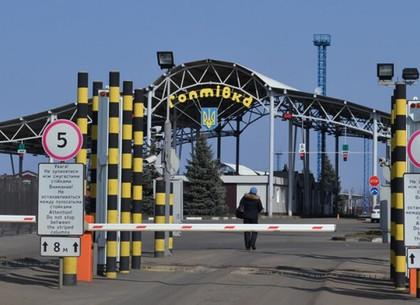 ФОТО: На границе с Россией остановили курьера с коробкой наркотиков (ГПСУ)