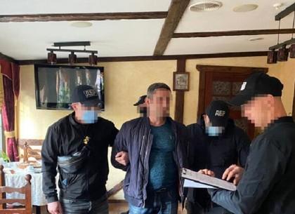 ВИДЕО: В Харькове следователи ГБР требовали 20 тысяч долларов взятки у своего же коллеги (ГБР)