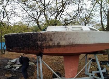 ФОТО: В Старом Салтове подгорели катера (ГСЧС)