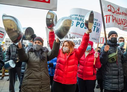 ФОТО: В центре Харькова проходит митинг против «карантина выходного дня» (РЕДПОСТ)
