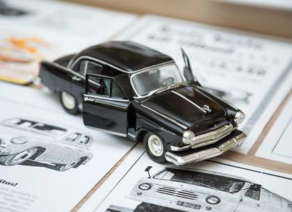 ФОТО: В Харькове прошла выставка автомобильной ретро рекламы «Автоэкспорт Информ» (РЕДПОСТ)