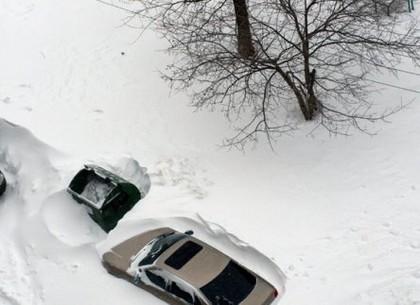 Харьковчан просят не парковать машины на улицах в случае снегопада