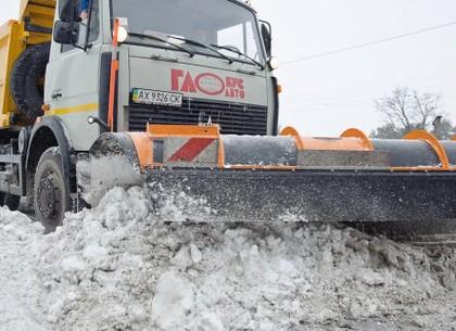 На дорогах Харькова работают более 140 снегоуборочных машин