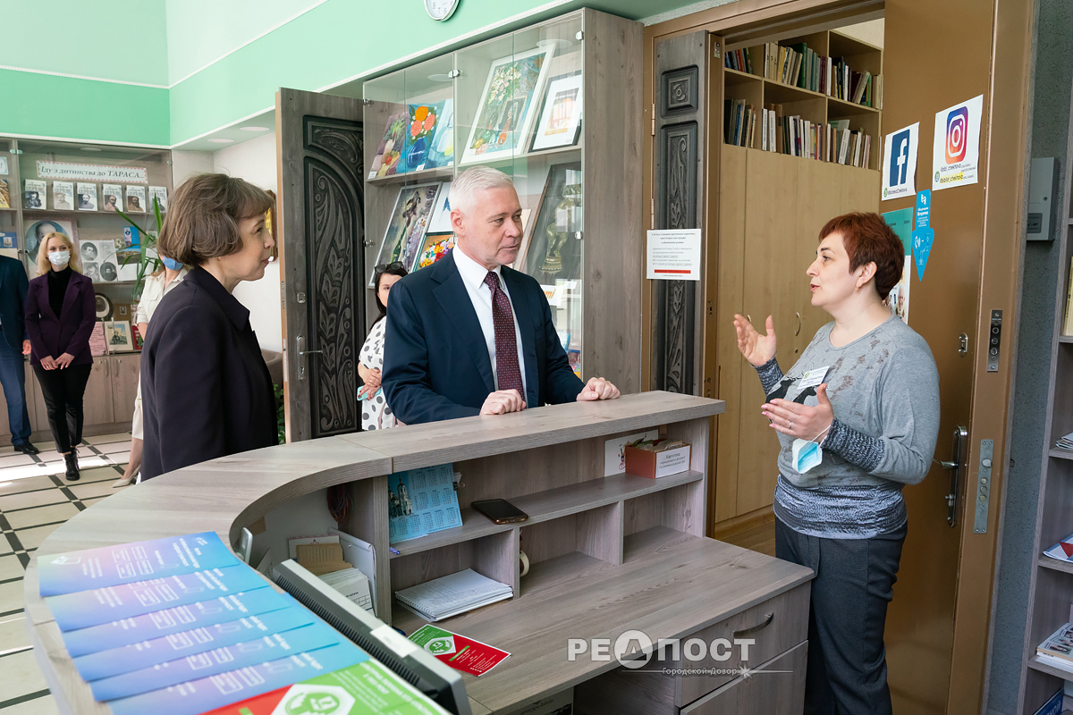 Игорь Терехов посетил Центральную библиотеки им. А. П. Чехова в Индустриальном районе Харькова