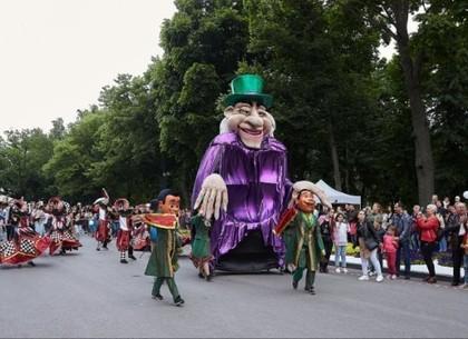 Из-за непогоды в Харькове перенесли празднование Дня защиты детей (ВИДЕО)