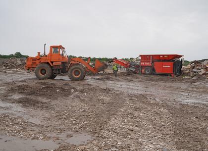 На Дергачевском полигоне ТБО показали работу дробилок крупногабаритного мусора (ФОТО, ВИДЕО)