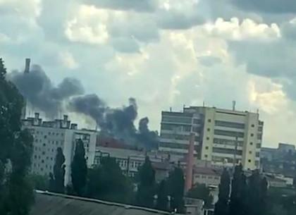 ЧП: В Харькове вспыхнул пожар в промзоне (ВИДЕО)
