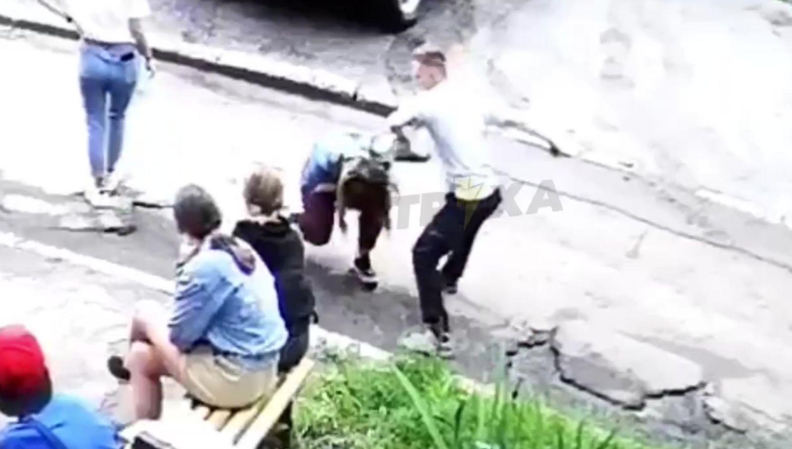 В Харькове подросток избил свою сверстницу и сломал ей нос (ВИДЕО)