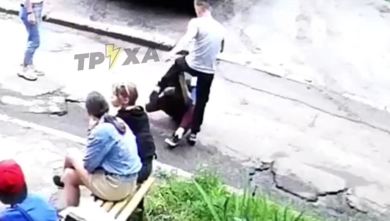 Полиция открыла уголовное на несовершеннолетнего, жестоко избившего девочку