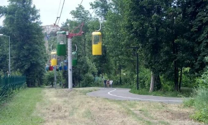 В Харькове спасатели сняли двух человек из кабинки подвесной дороги