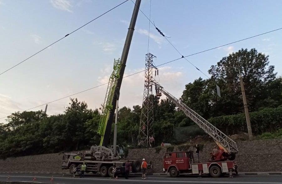 Гнутые электроопоры: В Харькове устанавливают современные опоры нового типа. Новости Харькова