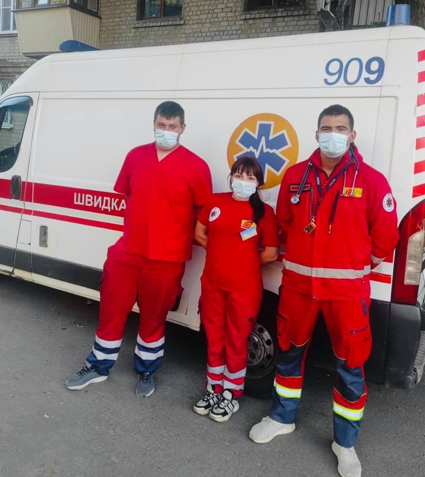 Бригада ЭМП 904: Фельдшер Е. Голубова, медсестра Н. Кутепова и водитель В. Моргун
