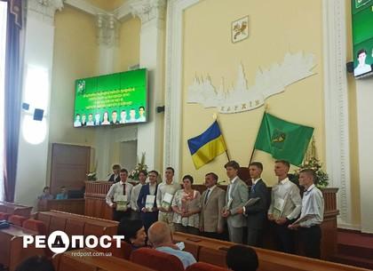 В Харькове вручили премии лучшим выпускникам, получившим по ВНО - 200 баллов