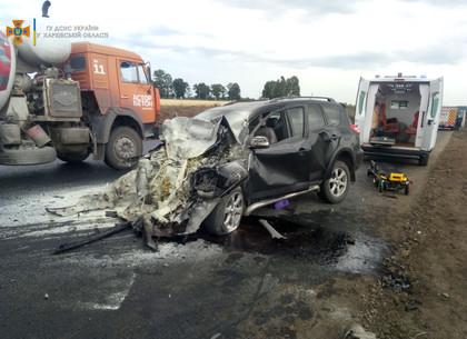 Спасатели тушили пожар в грузовике и деблокировали пострадавшего в ДТП (фото)