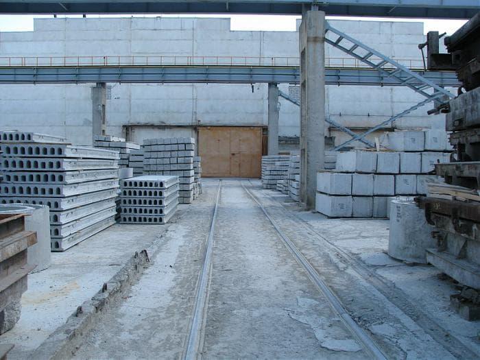 Терехов осмотрел комбинат, где делают материалы для харьковской инфраструктуры