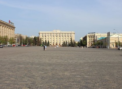 На площади Свободы закрывают проезд для транспорта и запрещают парковку