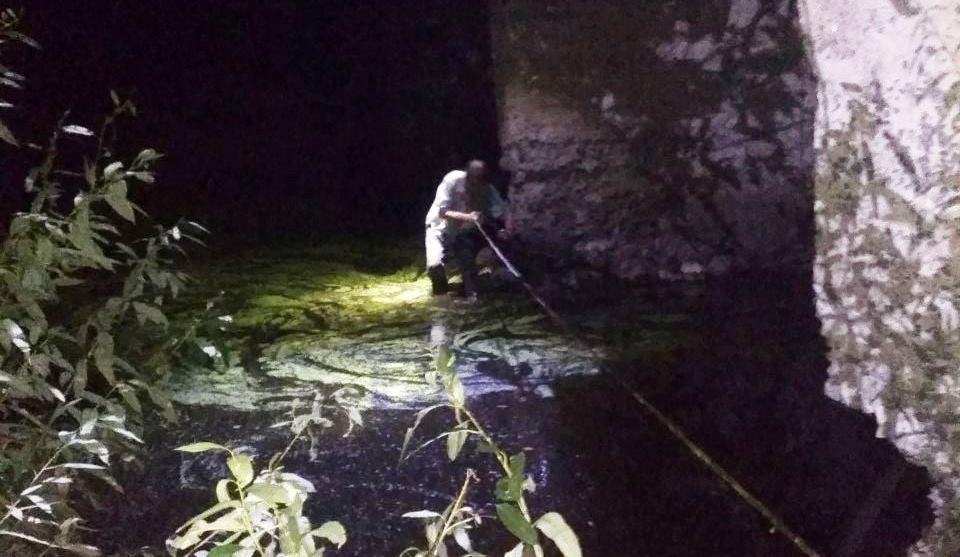 Застрял в воде под мостом – под Харьковом спасли мужчину.