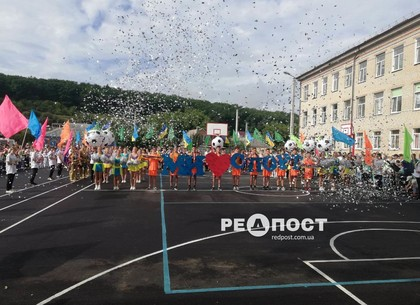Новый школьный стадион открыли в школе № 171 Харькова
