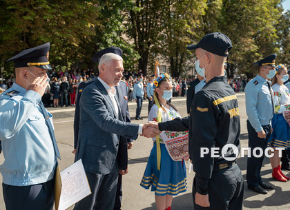 В Харькове приняли присягу будущие спасатели (фото)