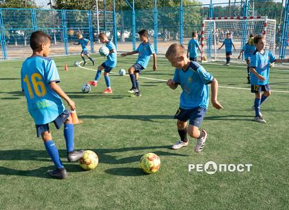 В одной из харьковских школ появился новый стадион (фото)