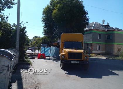 В Харькове на Южной Салтовке перекрыли улицу
